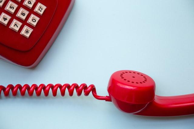 付き合う前の電話は沈黙がこわい…盛り上がる話題や緊張の対処法は?