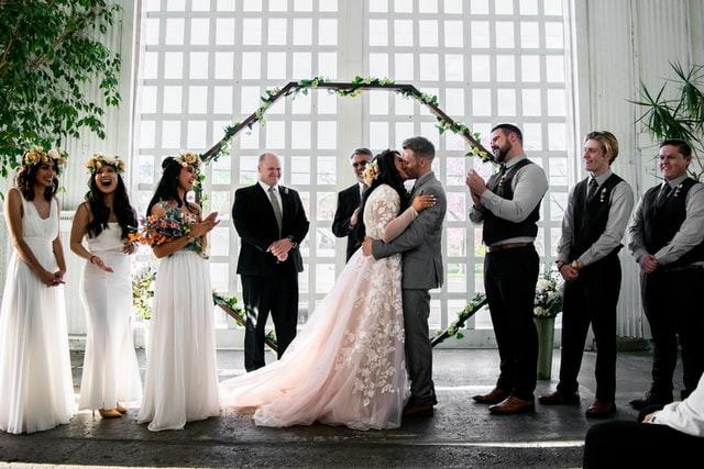 【後悔だらけ?】結婚式で後悔したことランキング10選と対策!