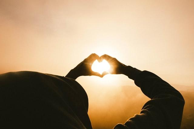 遠距離恋愛になる前に!プレゼントや見送りの秘訣で長続きするスタートを