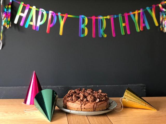 遠距離恋愛の彼氏を喜ばす誕生日テクニック!動画サプライズも効果的?