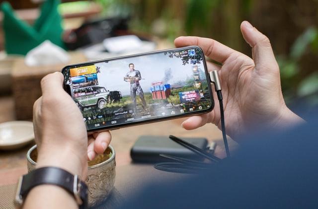 遠距離恋愛カップルの愛を深める最強のアプリ&ゲーム14選!